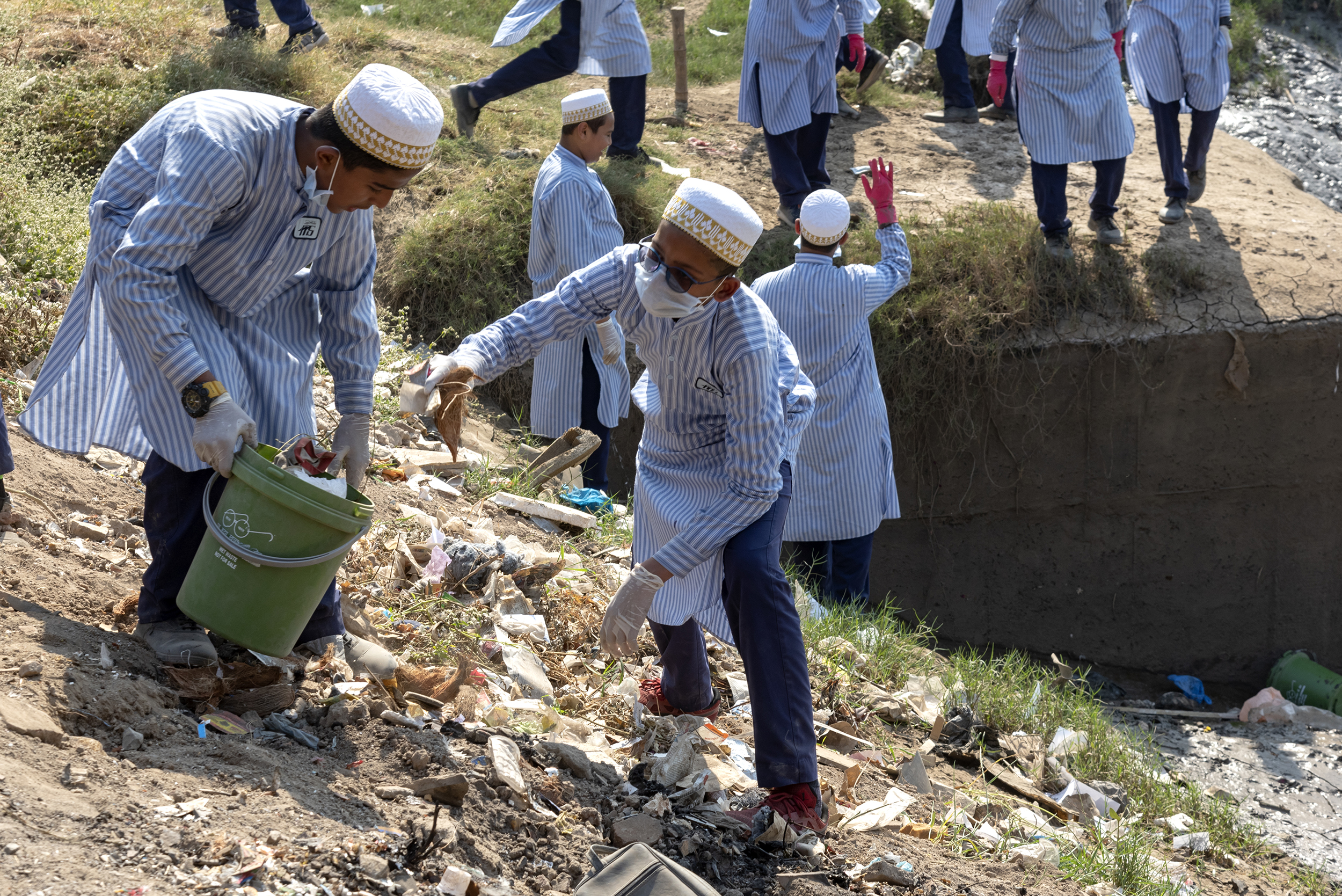 Dawoodi Bohras, Students, Cleanup, Plastic Pollution, Plastic Waste, Afroz Shah, Environment, Turning the Tide, Project Rise