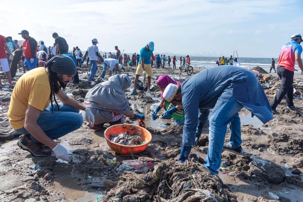 Dawoodi Bohras, Environment, Plastic waste, Plastic Pollution, Versova Beach, Oceans, clean up