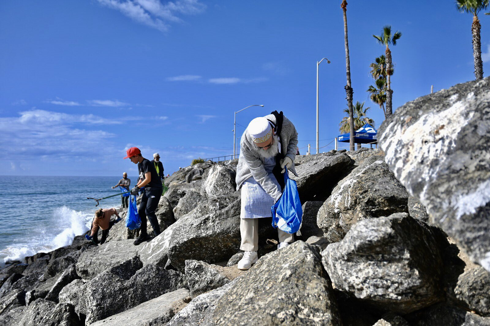 Dawoodi Bohras, Los Angeles, LA, Sunset Point Beach, Surfrider, Turning the Tide, Project Rise, Beach, Cleanup, Plastic Pollution, Afroz Shah