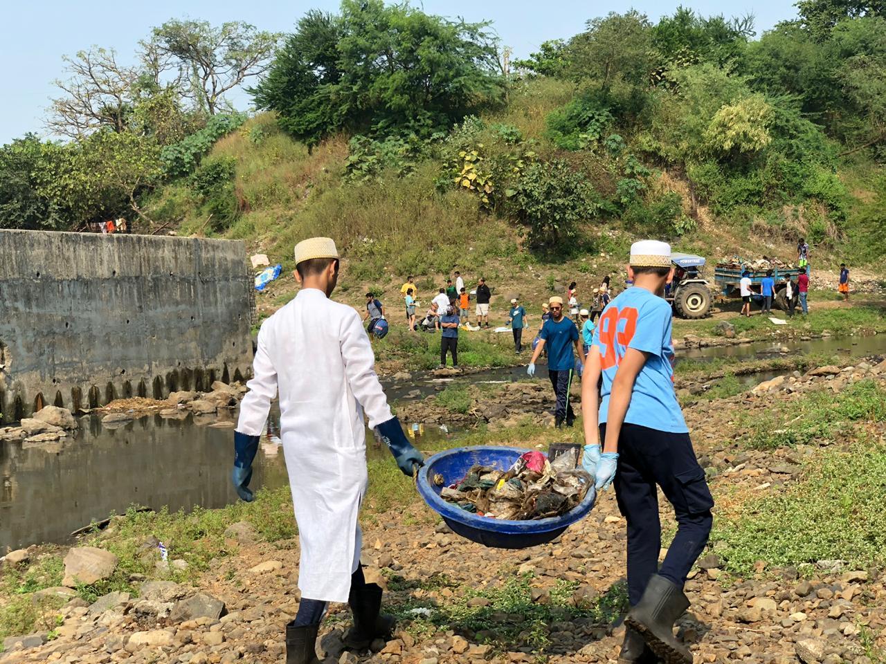 Aljamea-tus-Saifiyah, Mithi River, Marol, Mumbai, Turning the Tide, Plastic Pollution, Project Rise, Environment, Afroz Shah